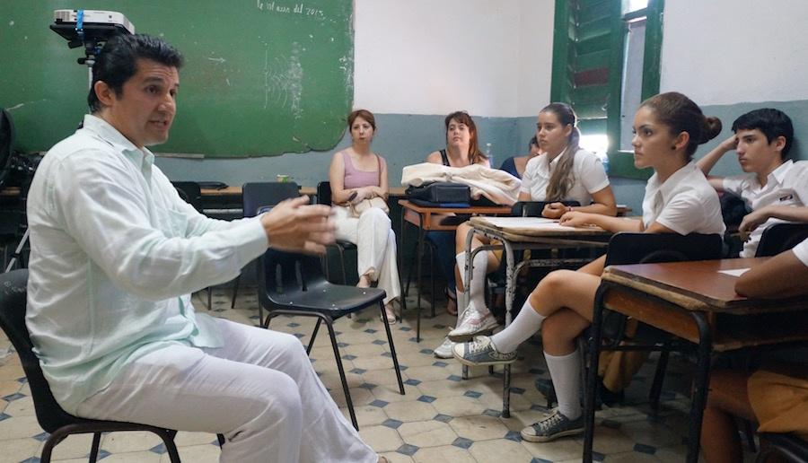 Particles-cuba_luis-in-class